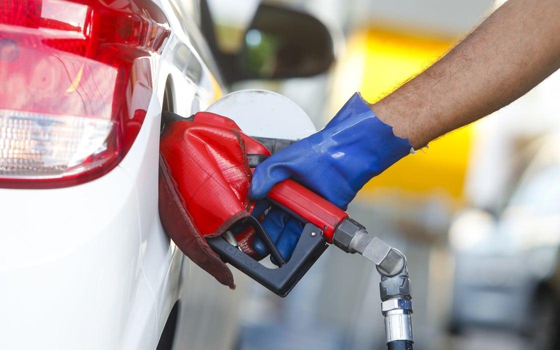 Após RS DF também reduz ICMS no combustível em Alagoas alíquota é de 29%