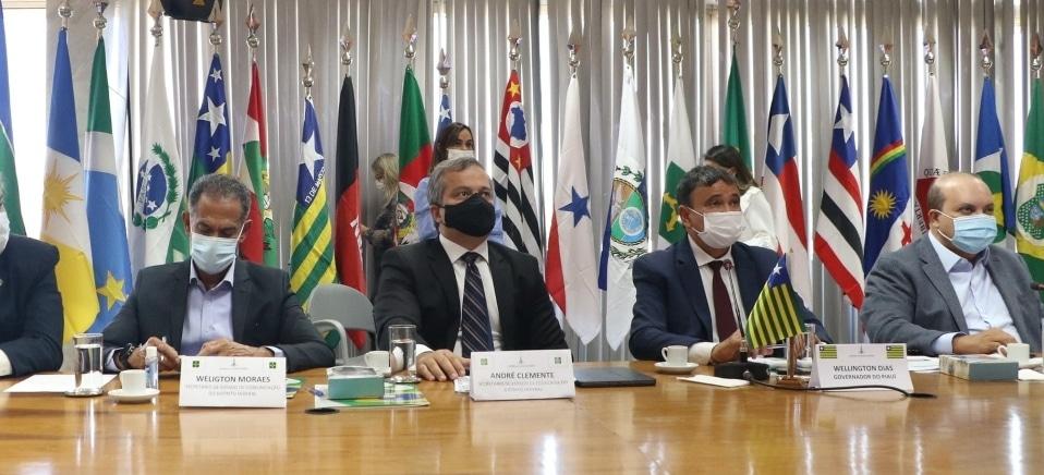 Governadores desmentem Bolsonaro sobre valor da gasolina